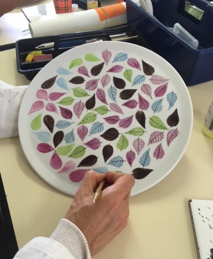 Les ateliers de peinture sur porcelaine sont ouverts à tous