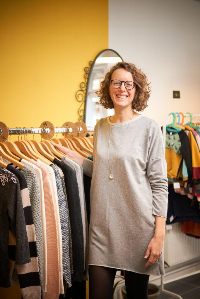 Corinne, créatrice de Comme Neuf, boutique de prêt-à-porter seconde main
